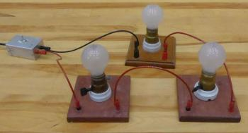 3 25-W bulbs are connected in series to an AC switch