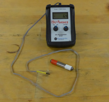 Gaussmeter and small magnet
